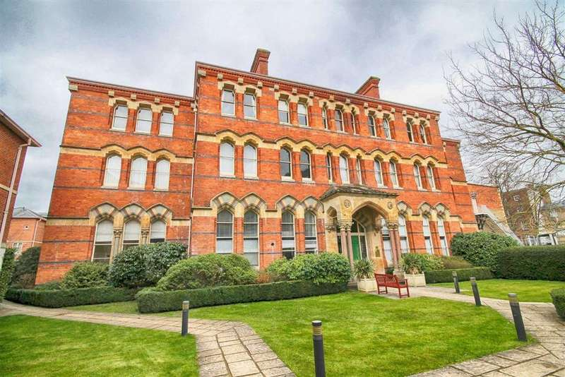 2 Bedrooms Flat for sale in Chelsea Square, St Georges Place, Cheltenham, GL50