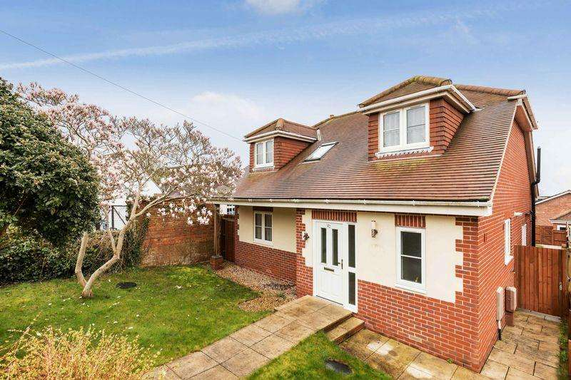 4 Bedrooms Detached House for sale in Solent Road, Portsmouth