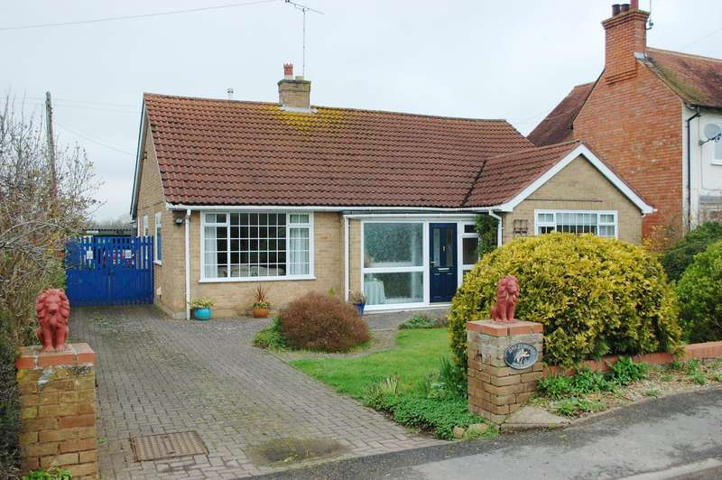 2 Bedrooms Detached Bungalow for sale in Cleeve Road, Marcliff, B50