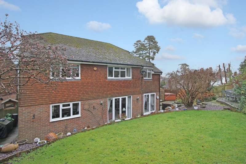 4 Bedrooms Detached House for sale in Pine Trees, Hassocks BN6
