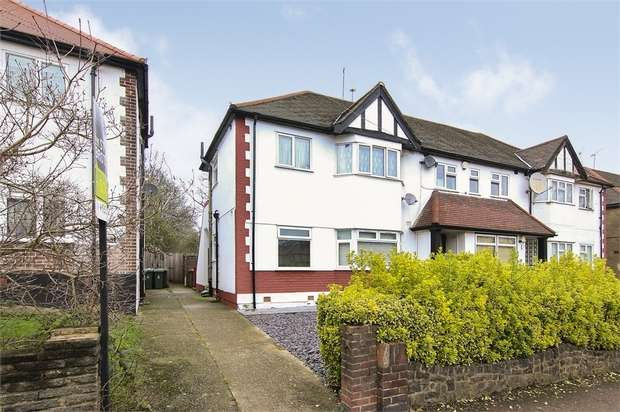 2 Bedrooms Flat for sale in Church Lane, Walthamstow, London