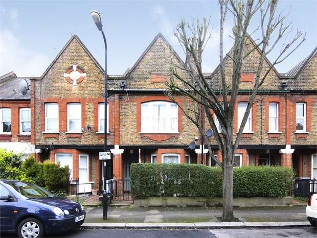 1 Bedroom Flat for sale in Fleeming Road, Walthamstow, London