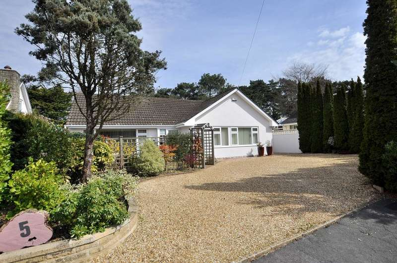 3 Bedrooms Bungalow for sale in Ebor Close, Ferndown