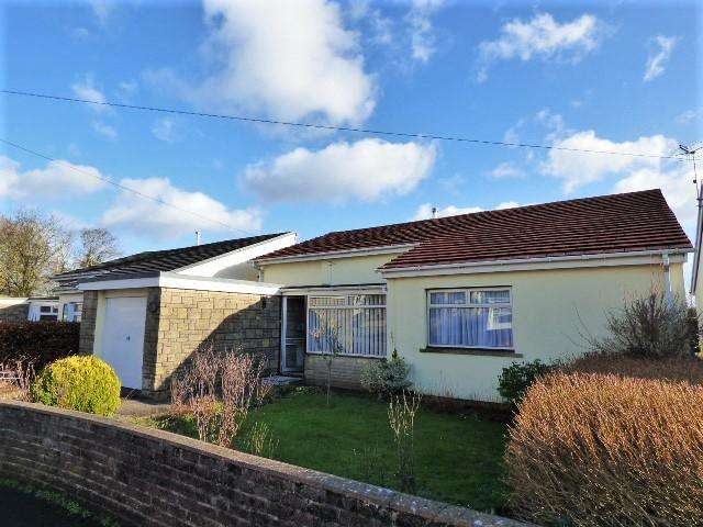 3 Bedrooms Detached Bungalow for sale in Glebeland Close, Coychurch, Bridgend CF35