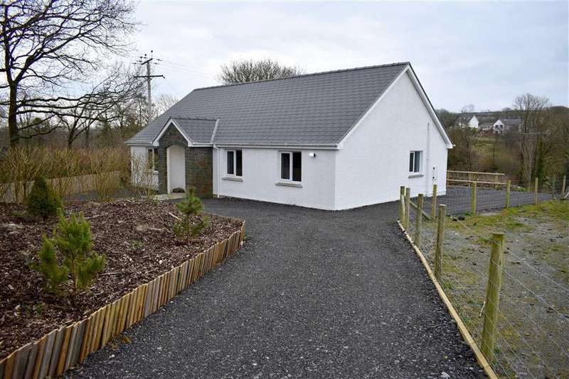 3 Bedrooms Detached House for sale in Caergof Estate, Mydroilyn, Lampeter