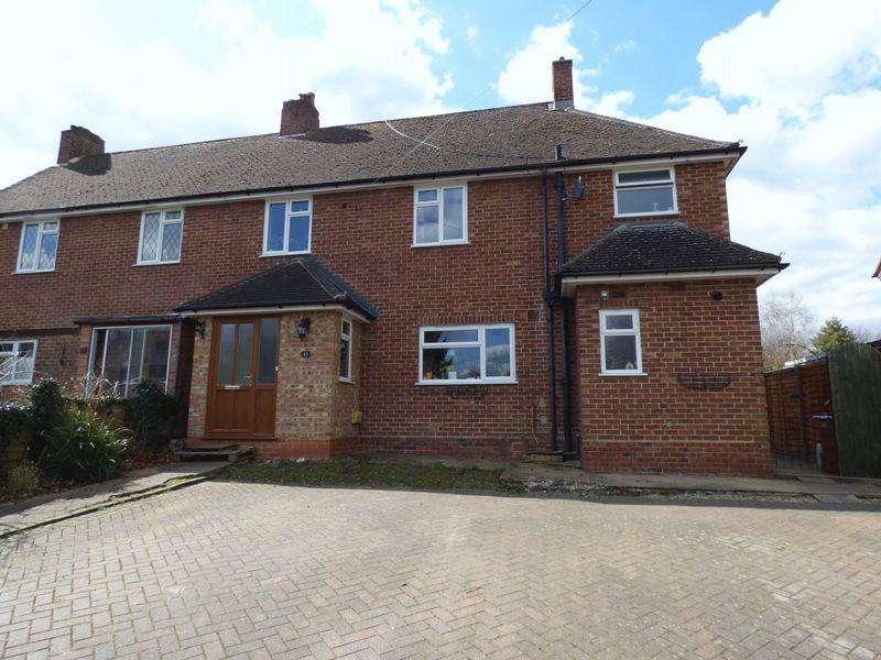 4 Bedrooms Semi Detached House for sale in Effingham