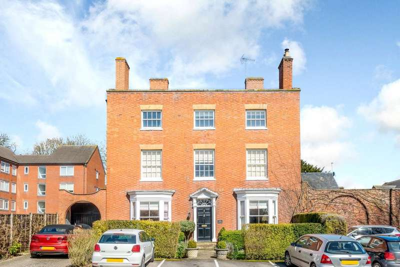 2 Bedrooms Flat for sale in The Poplars, 18 Leicester Road, Market Harborough, Leicestershire