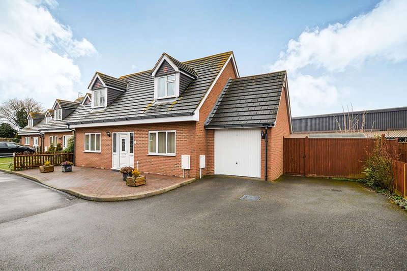 3 Bedrooms Detached House for sale in Cherry Gardens Kingsnorth Road, Ashford, TN23
