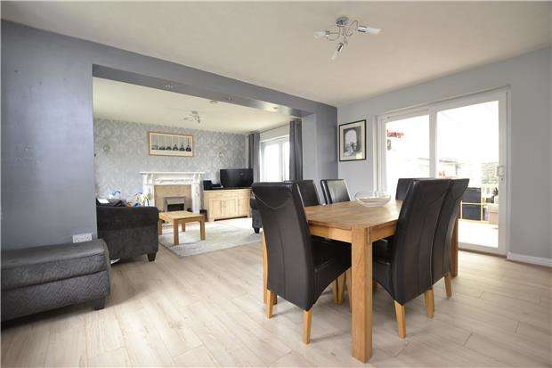 3 Bedrooms Semi Detached House for sale in 230 Thorney Leys, WITNEY, Oxfordshire, OX28 5NZ