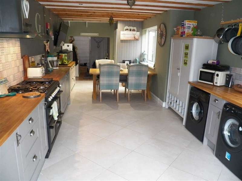 3 Bedrooms Terraced House for sale in James Street, Llanelli