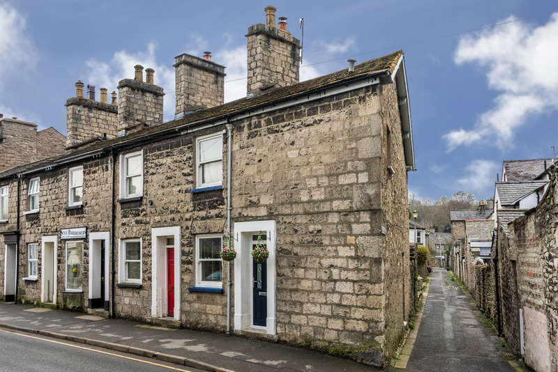 2 Bedrooms End Of Terrace House for sale in 2 Castle Street, Kendal, Cumbria LA9 7AS