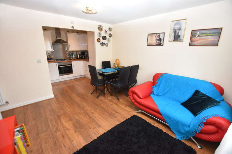 2 Bedrooms Flat for sale in Ley Farm Close, Watford