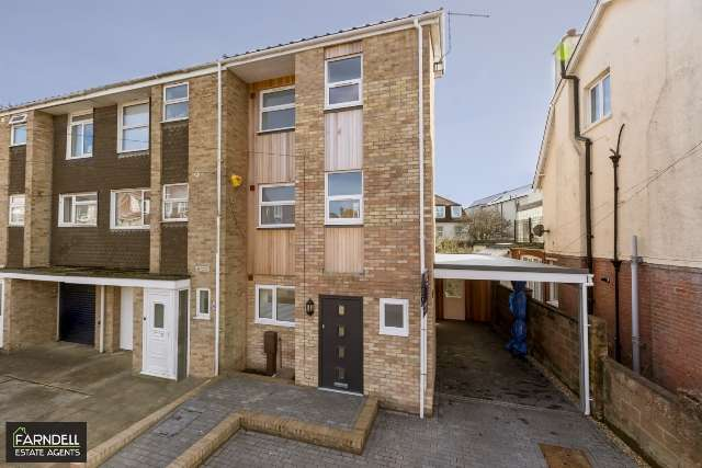 4 Bedrooms End Of Terrace House for sale in Seafield Terrace, Stocker Road, Bognor Regis, West Sussex. PO21 2QQ