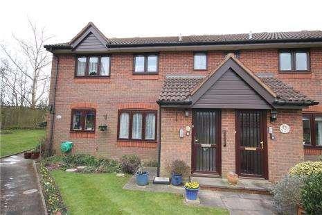 2 Bedrooms Maisonette Flat for sale in Derby Close, Epsom