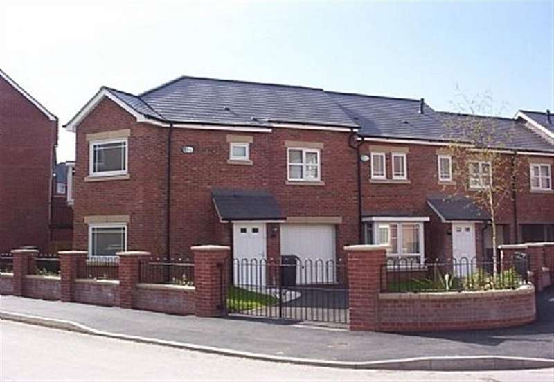 5 Bedrooms House for rent in Mackworth Street, Manchester