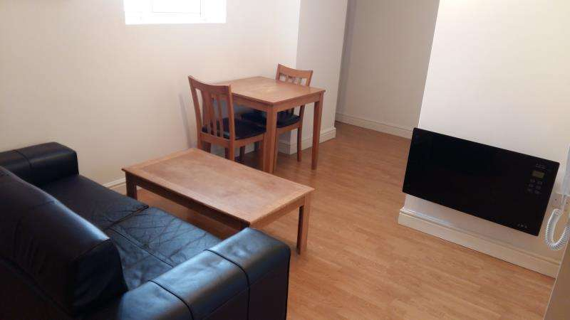 2 Bedrooms Flat for rent in F1 33, Broadway, Splott, Cardiff, South Wales, CF24 1QE