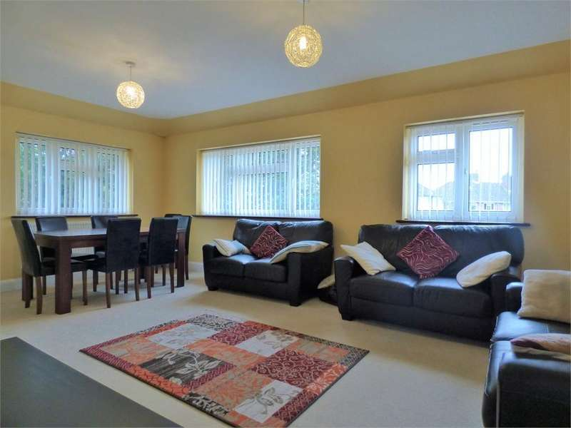 3 Bedrooms Flat for rent in Bryony Close, Uxbridge, Greater London