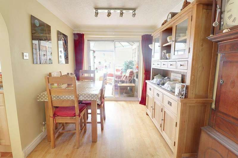 4 Bedrooms Semi Detached House for sale in Winchester Road, Barrowby Gate, Grantham