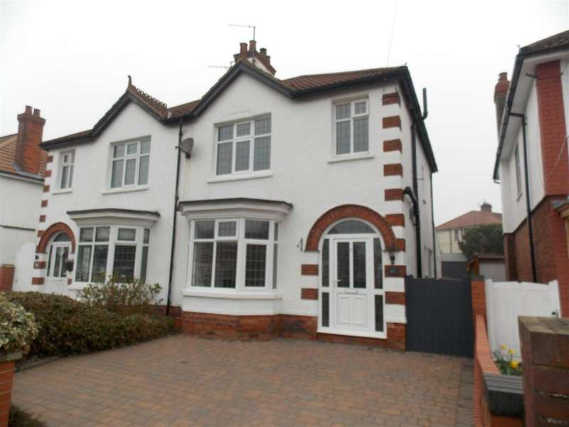 3 Bedrooms Semi Detached House for sale in Taylors Avenue, Cleethorpes