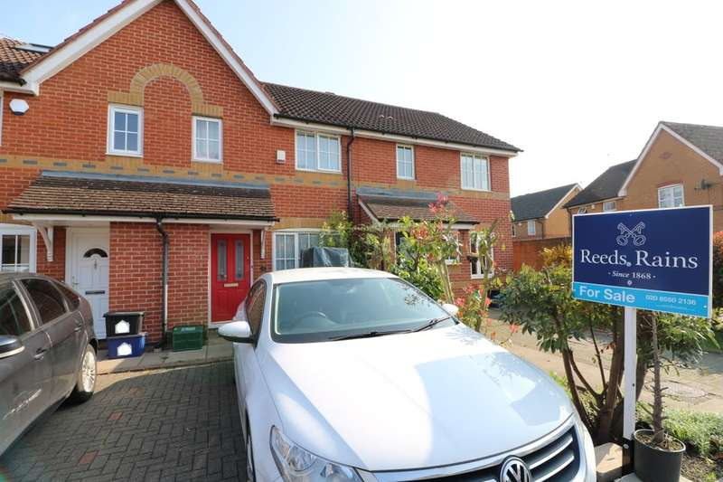 2 Bedrooms Terraced House for sale in Karina Close, Chigwell, IG7