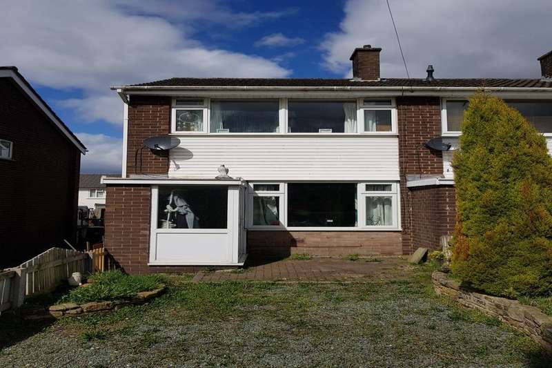 2 Bedrooms Terraced House for sale in Brookside Close, Hadfield, Glossop, SK13