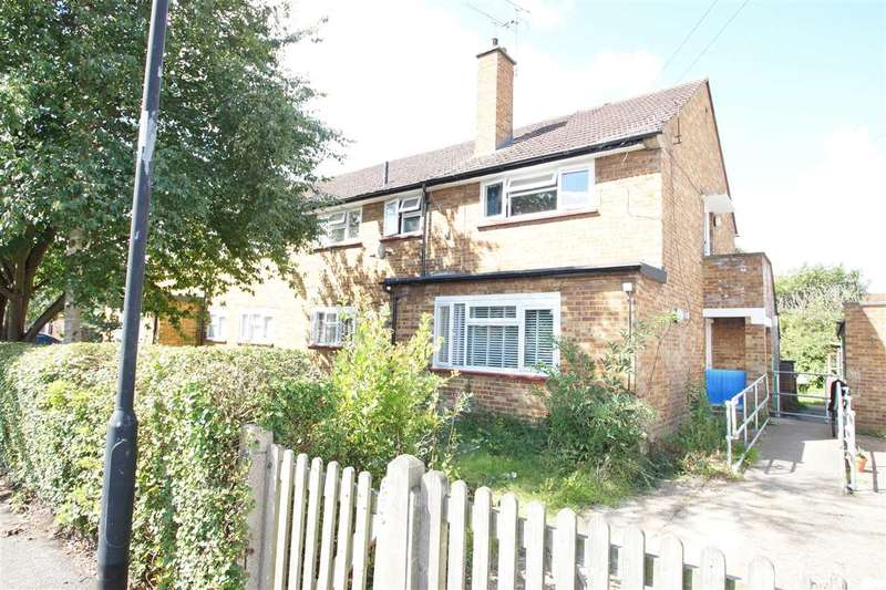 Studio Flat for sale in Lincoln Way, Cippenham, Slough