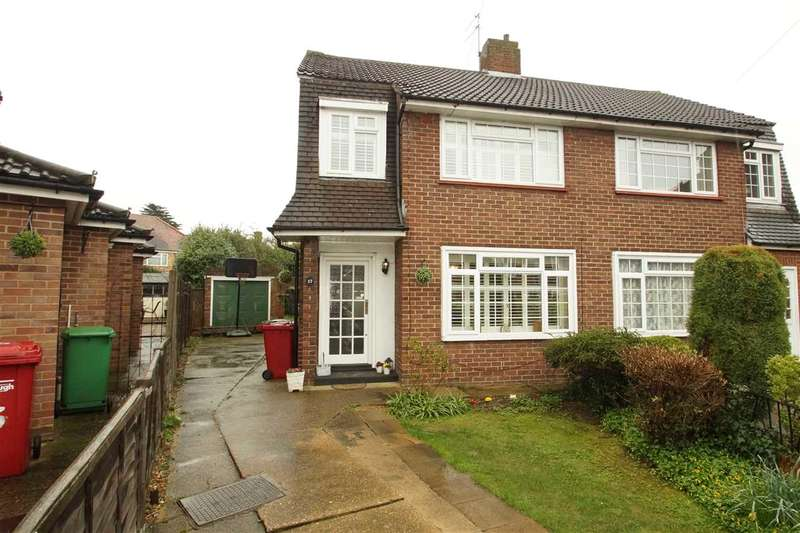 3 Bedrooms Semi Detached House for sale in Erica Close, Cippenham, Slough