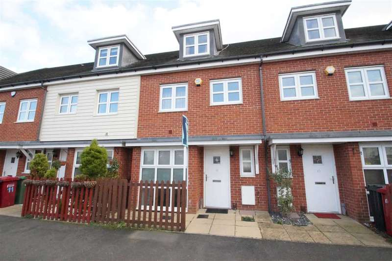 4 Bedrooms Terraced House for sale in Langtree Avenue, Cippenham, Slough