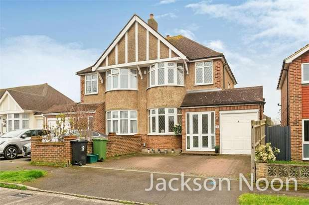 3 Bedrooms Semi Detached House for sale in Devon Way, West Ewell