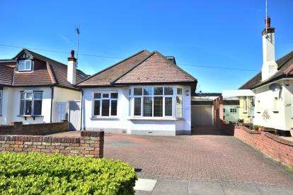 4 Bedrooms Bungalow for sale in Thorpe Bay, Essex