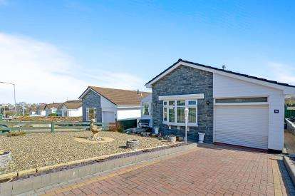 2 Bedrooms Bungalow for sale in Tretherras, Newquay, Cornwall