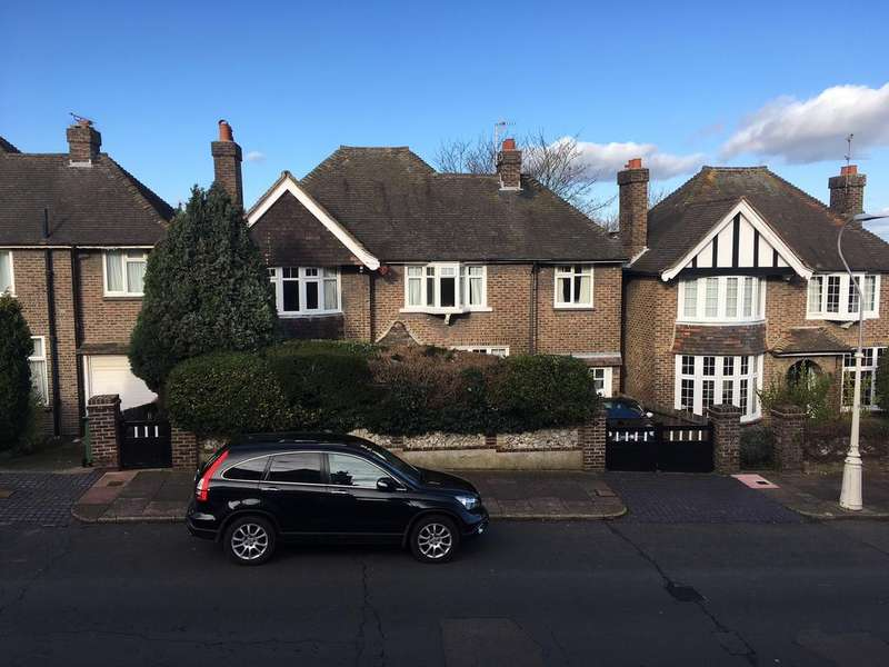 4 Bedrooms Detached House for sale in Kings Avenue, Eastbourne BN21