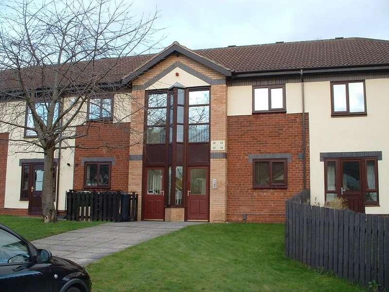 2 Bedrooms Flat for sale in Ryedale Court, Leeds