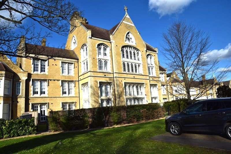 3 Bedrooms Flat for sale in Chapel Drive, Dartford, DA2