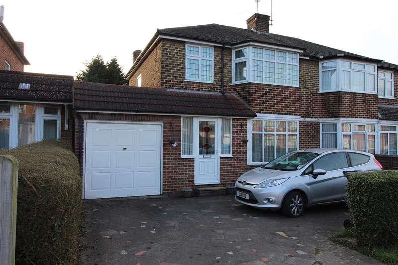 4 Bedrooms Semi Detached House for sale in Thornbury Gardens, Borehamwood