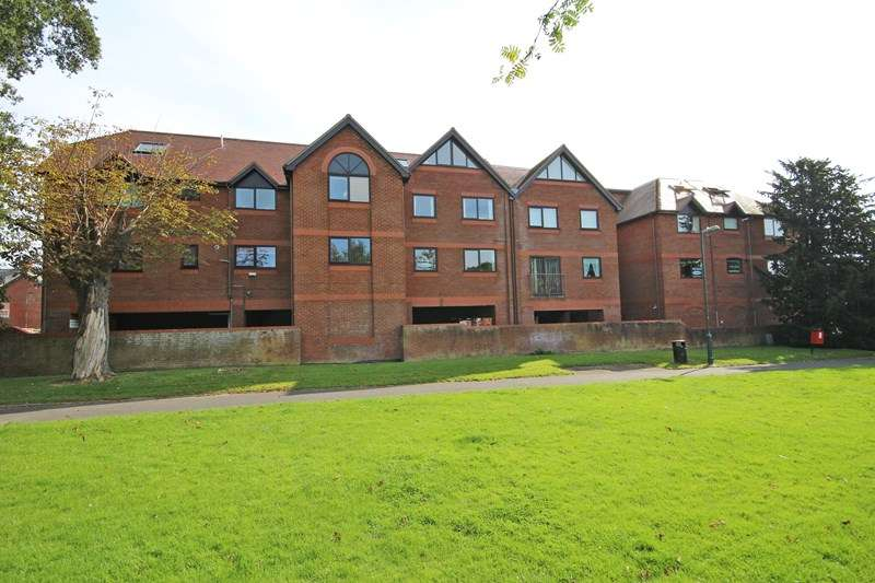 2 Bedrooms Flat for sale in Old Milton Road, New Milton