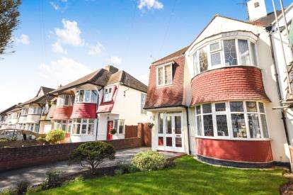 3 Bedrooms Semi Detached House for sale in Southend-On-Sea, Essex, .