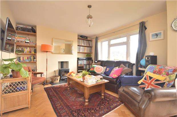 2 Bedrooms Flat for sale in Clifton Vale Close, BRISTOL, BS8 4PX