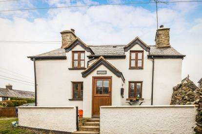 2 Bedrooms Detached House for sale in Betws Gwerfil Goch, Corwen, Denbighshire, LL21