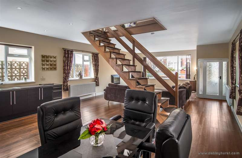 3 Bedrooms Detached House for sale in Horncliffe Road, Blackpool