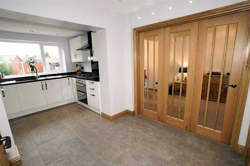 3 Bedrooms Semi Detached House for sale in Chaplin Road, Dresden, Stoke on Trent