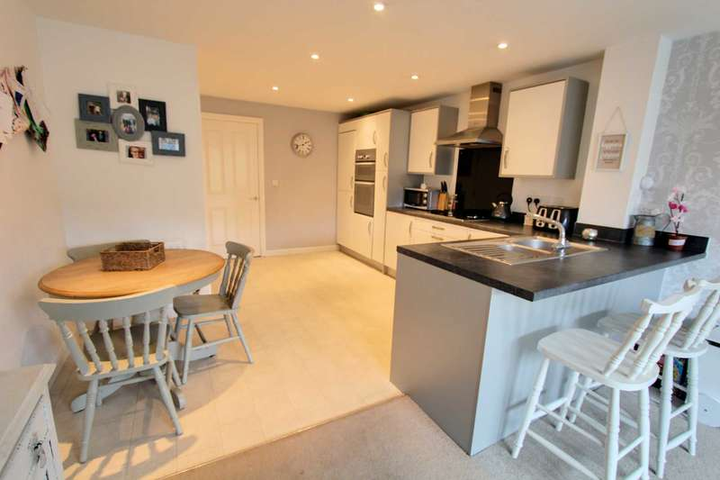 4 Bedrooms Terraced House for sale in Athena Close, Southend On Sea