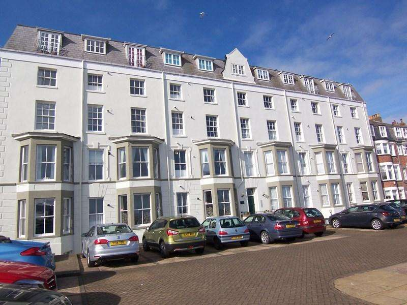 2 Bedrooms Flat for sale in North Marine Road, YO12 7HS