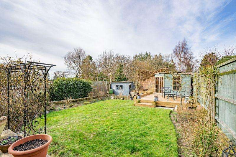 3 Bedrooms Semi Detached House for sale in Doric Avenue, Southborough