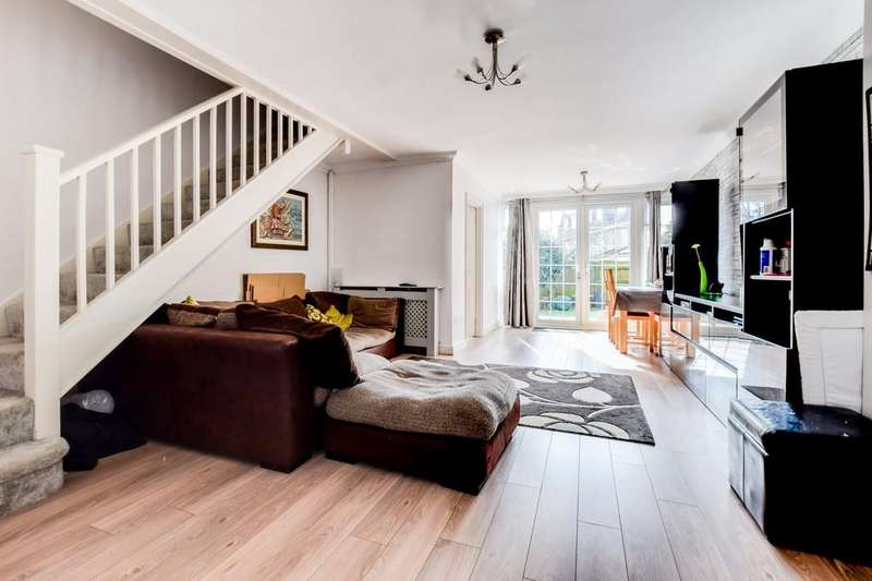 3 Bedrooms Terraced House for sale in Halland Close, Three Bridges