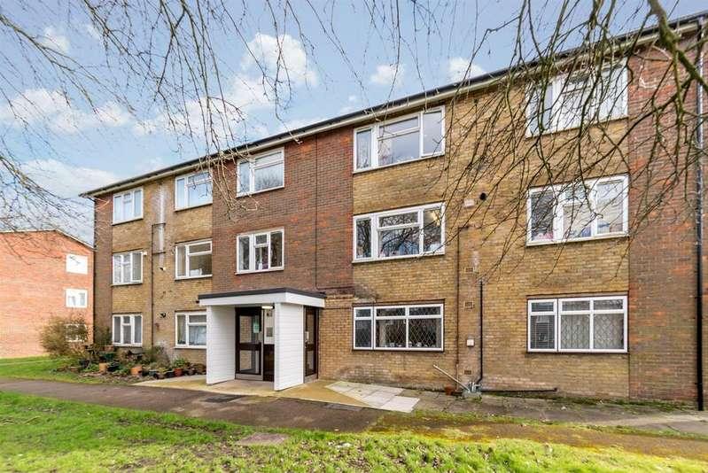2 Bedrooms Flat for sale in Dellcut Road, Hemel Hempstead