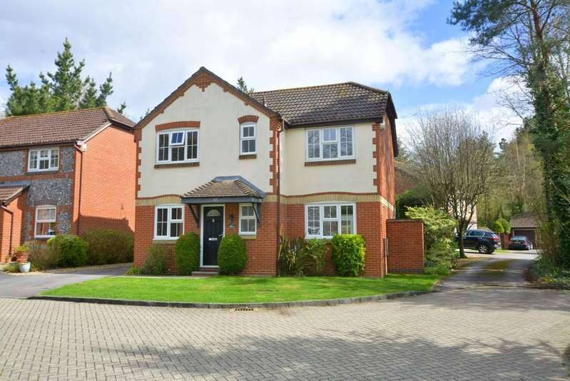 4 Bedrooms Detached House for sale in Amberwood, Ferndown