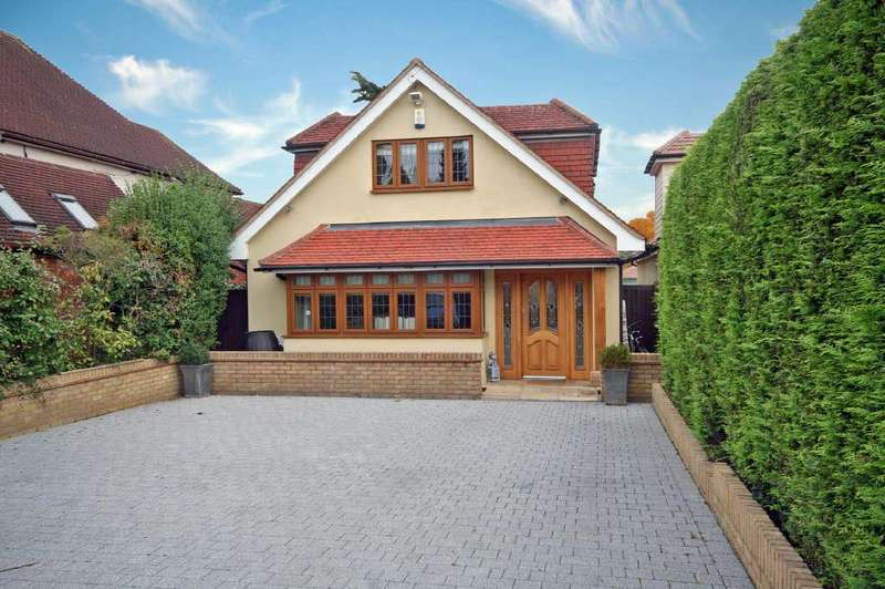 5 Bedrooms Detached House for sale in Ware Road, Hailey