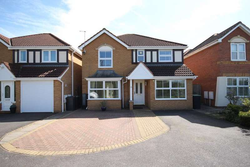 4 Bedrooms Detached House for sale in Alamein Close, Shefford, SG17