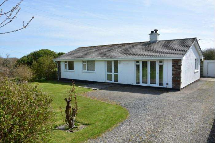 4 Bedrooms Bungalow for sale in ESKELLY GWYDN, CADGWITH, TR12